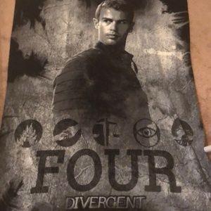 """Divergent """"four"""" Eaton Tobias fleece blanket EUC"""